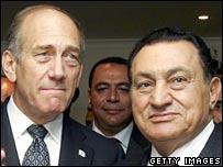Israeli PM Ehud Olmert (L) and Egyptian President Hosni Mubarak (R)