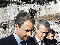 Spanish PM Jose Luis Rodriguez Zapatero tours the scene of a bombing at Madrid airport