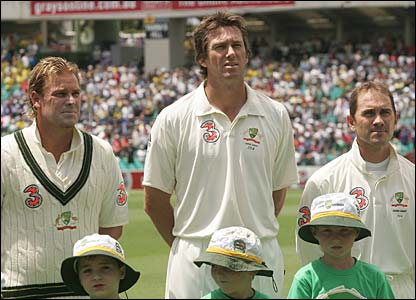 Shane Warne, Glenn McGrath and Justin Langer sing the national anthem ahead