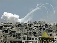 Smoke rises from the Nahr al-Bared refugee camp (23 June 2007)