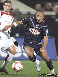 Julien Faubert (right) in action for Bordeaux against Lille