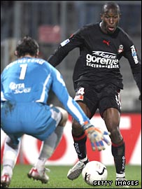 Rod Fanni in action for Nice