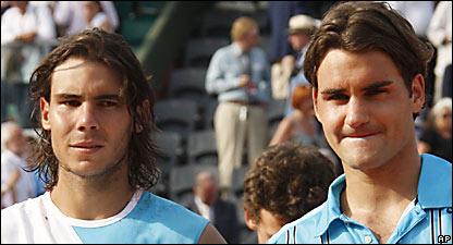 Rafael Nadal (izq.) y Roger Federer
