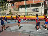Children playing football in Caracas (Photo: Hector Riazuelo)