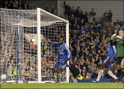 Shaun Wright-Phillips scores Chelsea's fourth