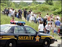 Volunteers search for Jessie Davis in Ohio