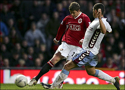 Ole Gunnar Solskjaer (left) fires in the winner for Manchester United