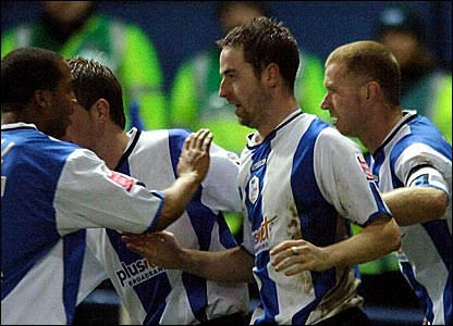 Stephen MacLean (centre) celebrates scoring Sheffield Wednesday's equaliser
