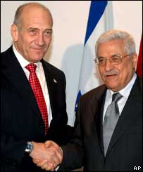 Israeli PM Ehud Olmert (L) and Palestinian leader Mahmoud Abbas at the Egypt summit