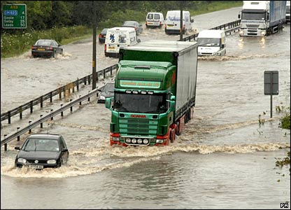 Traffic on the flooded A63 near Hull