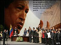 Hugo Chávez toma el juramento de sus nuevos ministros