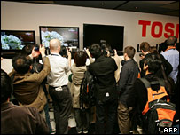 Photographers crowding new HD-DVD player