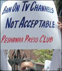 Journalists protest against press restrictions in Pakistan, 5 June 2007