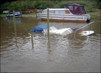 Sinking boat in Tewkesbury. Copyright: Steve Hanlon