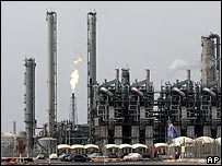 An oil refinery and petro-chemical complex in Iran (file photo)