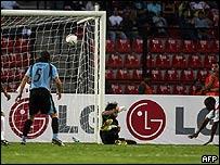 Villalta anota para Per� en juego inaugural de la Copa Am�rica.