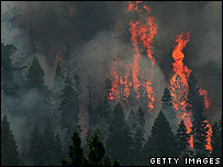 Wildfire rages in South Lake Tahoe, California (26 June)