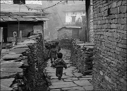 Children running in Ghandruk