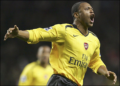 Julio Baptista celebrates after scoring