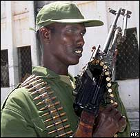 An armed Somali soldier in Mogadishu (5 January 2007)