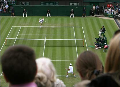Andy Roddick and Danai Udomchoke on Centre Court