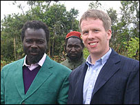 Pasteur Ntumi (l) and journalist John James (r)