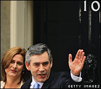 Sarah and Gordon Brown outside 10 Downing Street