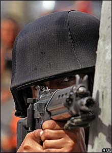 Brazilian National Police officers takes aim
