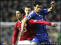 Ronaldo of Manchester United (l) clashes with Ballack of Chelsea