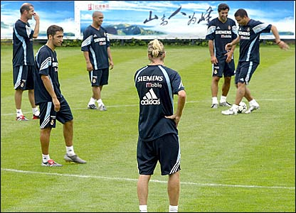 (l-r) Zinedine Zidane, Raul, Roberto Carlos, David Beckham, Luis Figo and Ronaldo in training