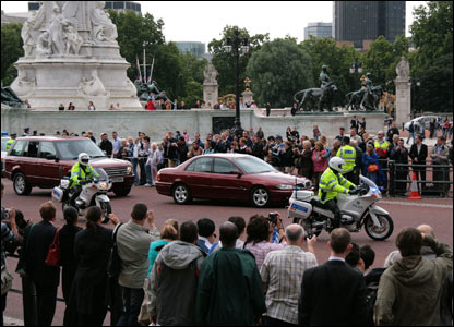 Gordon Brown arrives at the Palace