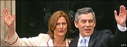Sarah Brown and Gordon outside Number 10 Downing Street