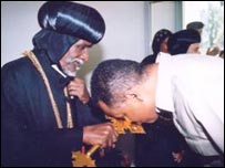 Patriarch Antonious with Isaias Afewerki (archive photo from the British Orthodox Church)