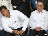 El presidente de Colombia, Álvaro Uribe y el mandatario el electo de Ecuador, Rafael Correa