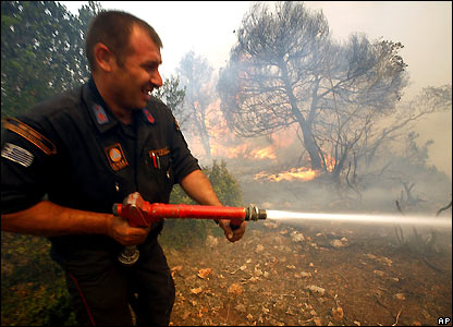 Greek firefighter on Mount Parnitha, northwest of Athens - 28/06/2007