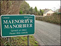 Welcome to Manorbier road sign