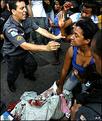 Police and slum residents clash in Rio de Janeiro