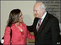La canciller colombiana con su hom�logo espa�ol, Miguel �ngel Moratinos, en Madrid el pasado 9 de enero