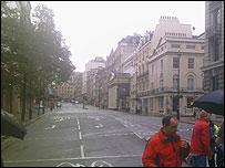 Regent Street acordonada y sin tráfico