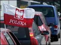 Флаг Польши на автомобиле