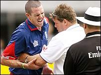 Pietersen receives treatment from Dean Conway