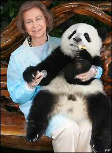 Spain's Queen Sofia with giant panda in China