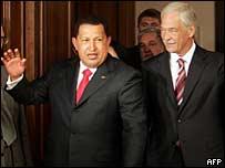 """El presidente de Venezuela, Hugo Chavez, (izq.) y el coordinador de la """"Duma"""" y líder del partido Rusia Unida, Boris Gryzlov"""