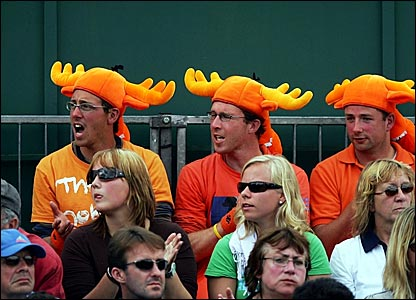Dutch fans watch the action on court 13