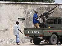 Gunmen outside Somalia's presidential palace