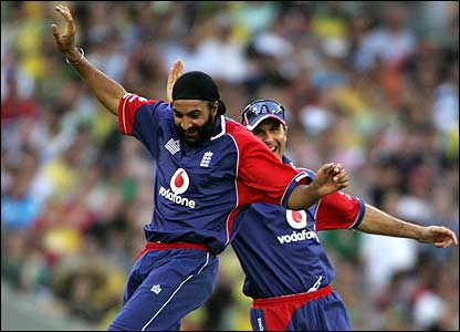 Monty Panesar and Michael Vaughan celebrate the dismissal of Matthew Vaughan