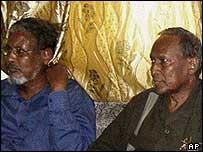 Warlord Musa Sudi Yalahwo (l) and President Abdullahi Yusuf (r)