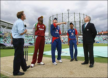 West Indies captain Chris Gayle and England skipper Paul Collingwood at the toss