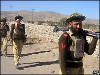Pakistani troops patrol border area with Afghanistan