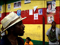 A man looks at candidate posters at a bus station in Port Moresby on 29 June 2007